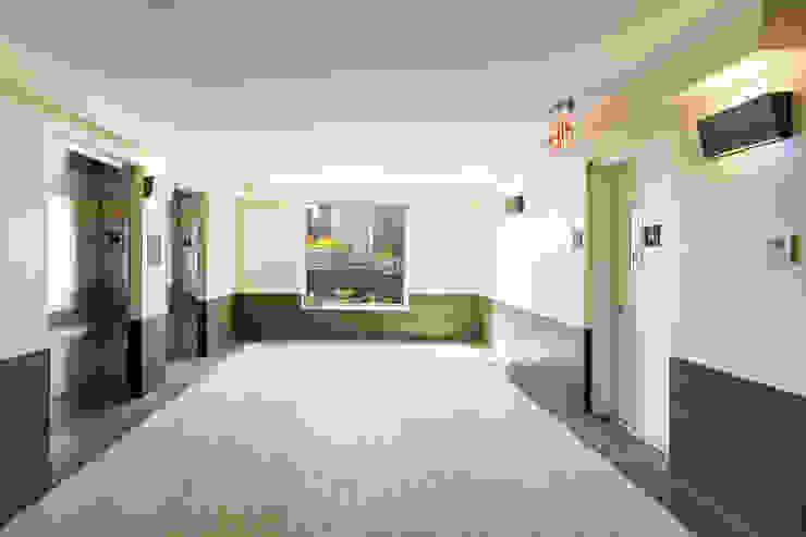 van der Moga Photography 現代風玄關、走廊與階梯