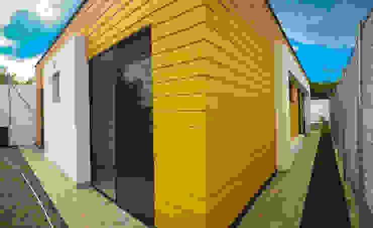 Lado lateral y trasero Casas de estilo rural de Nacad Arquitectos Rural Concreto reforzado
