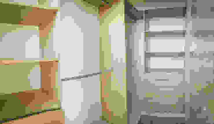 Closet habitación principal de Nacad Arquitectos Rural Aglomerado