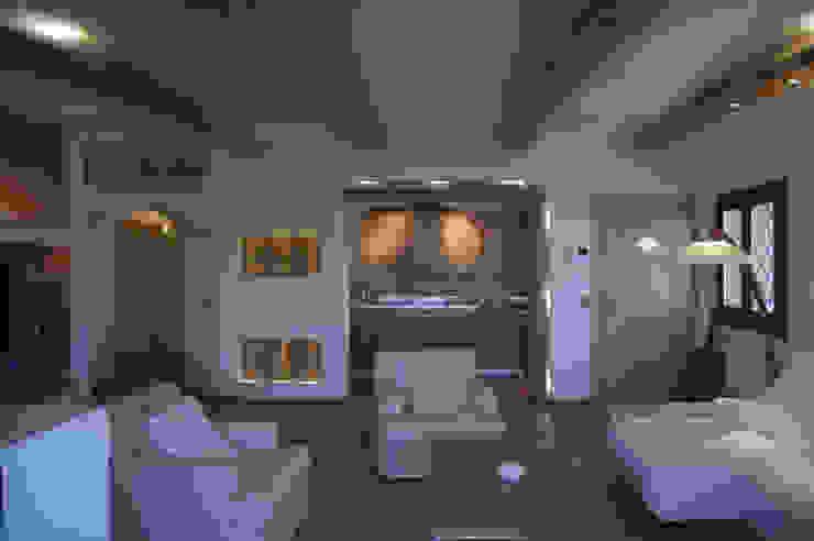 Architetto Alessandro spano Salas de estar clássicas Madeira Efeito de madeira