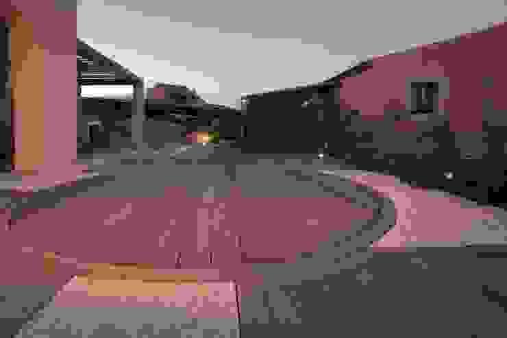 Deck in Teak Giardino in stile mediterraneo di Architetto Alessandro spano Mediterraneo