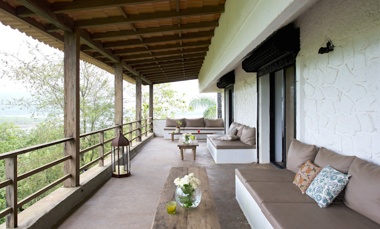 Cantilevered terrace Ashleys Villas Solid Wood White