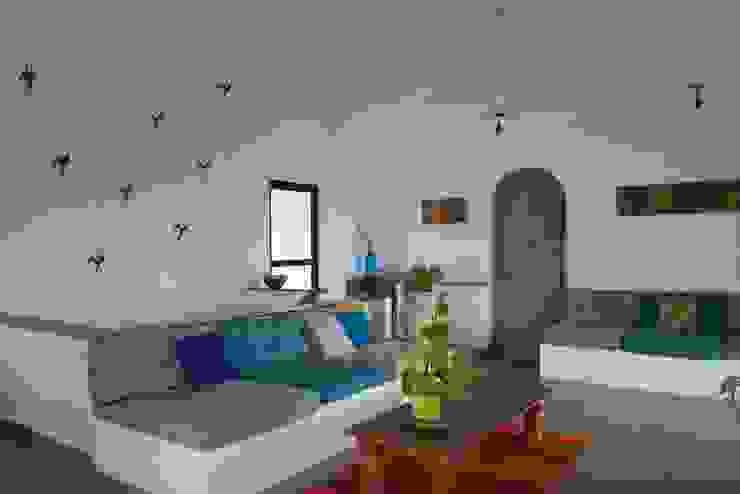 Living room by Ashleys Mediterranean Stone