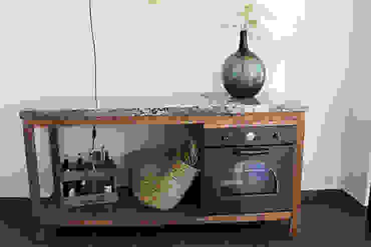 Komo cocinas Rustic style kitchen