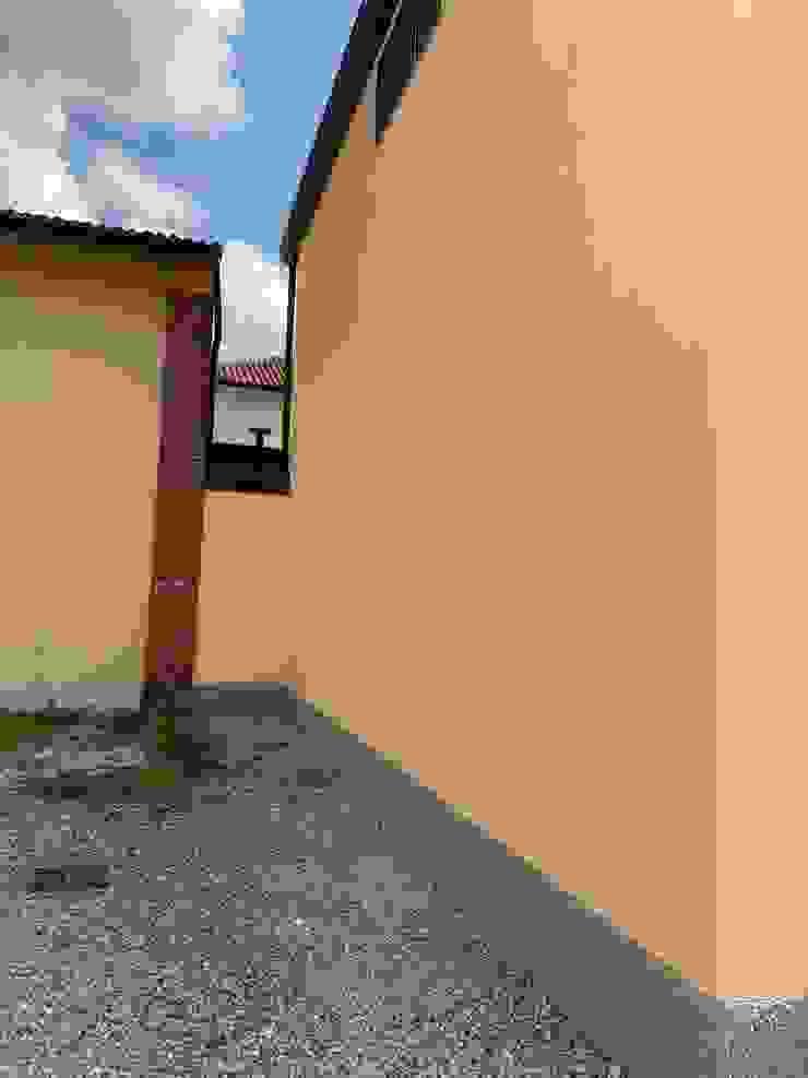 Termine risanamento facciate e finitura Case moderne di C.M.E. srl Moderno