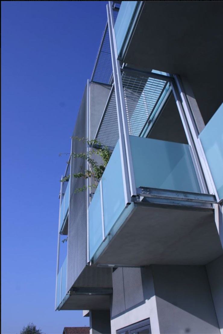 Dettaglio parapetti balconi di C.M.E. srl Moderno