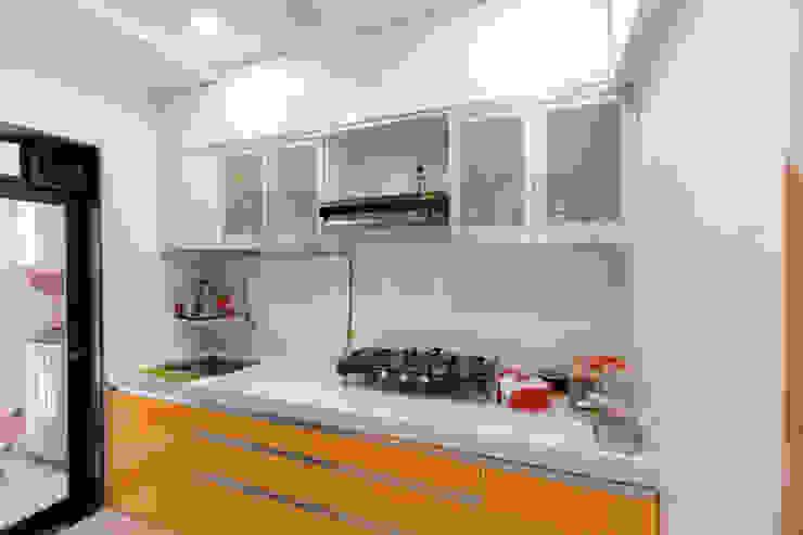 The Golden Touch The 7th Corner Interior Dapur kecil Kuarsa Orange