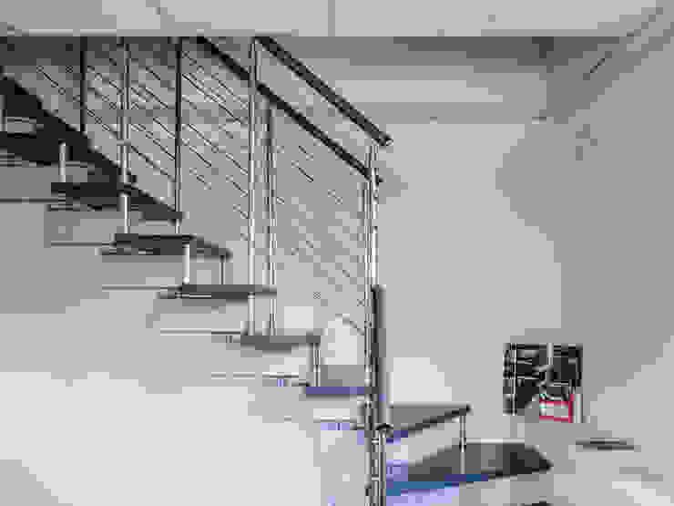 NUOVI UFFICI E CAPANNONE INDUSTRIALE Complesso d'uffici moderni di antonio felicetti architettura & interior design Moderno