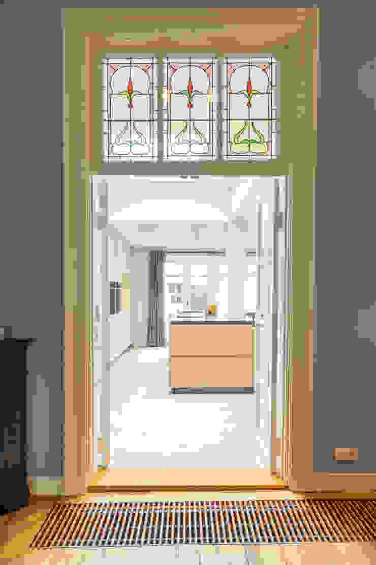 ÈMCÉ interior architecture Modern dining room