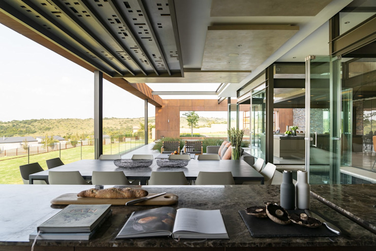 Mooikloof Heights Nico Van Der Meulen Architects Modern balcony, veranda & terrace