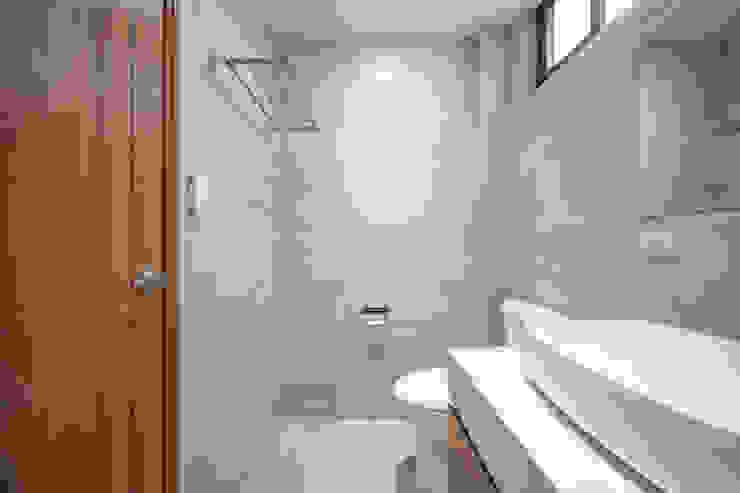 有隅空間規劃所 Kamar Mandi Modern Ubin White