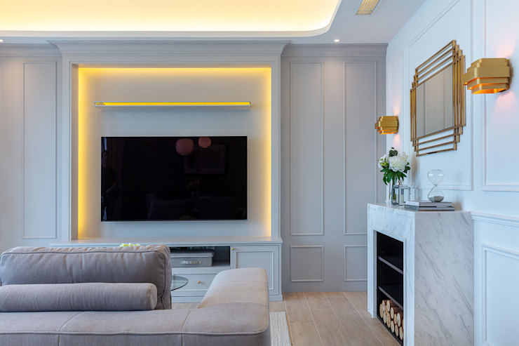 Celeste and the Sea—Alto Residences, Hong Kong Classic style living room by Grande Interior Design Classic