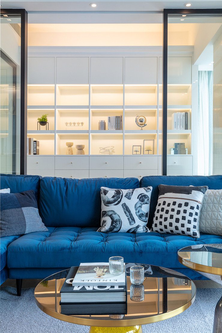Multi-functional Living Area, a Private Dancing Studio—The Coronation, Hong Kong Modern living room by Grande Interior Design Modern