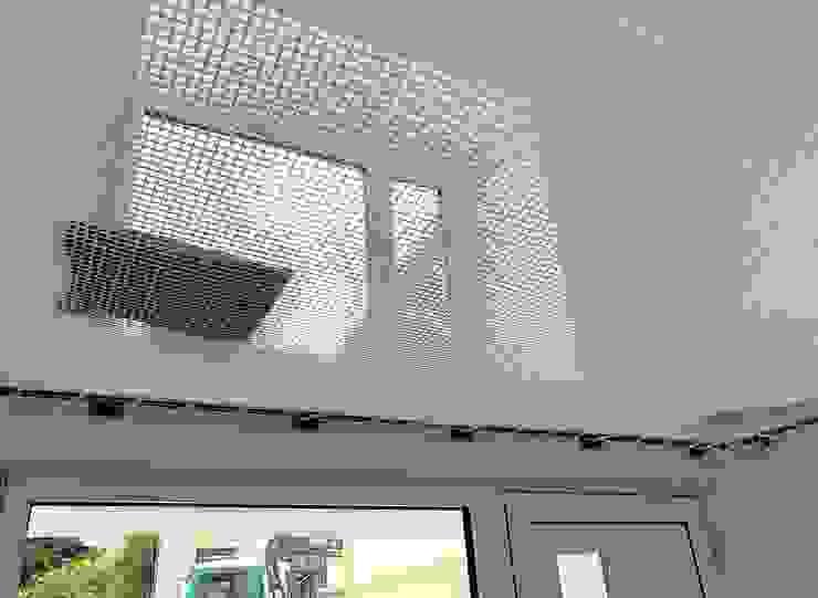 Netz statt Geländer, begehbar und man kann sich hinlegen von archipur Architekten aus Wien Modern Plastik