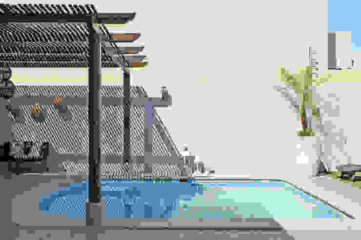 Taller Onze Piscinas de estilo mediterráneo
