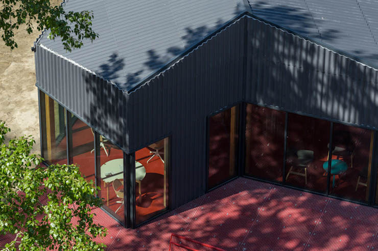 "Офис продаж ""Брусника"" Alpbau Дома в стиле минимализм"