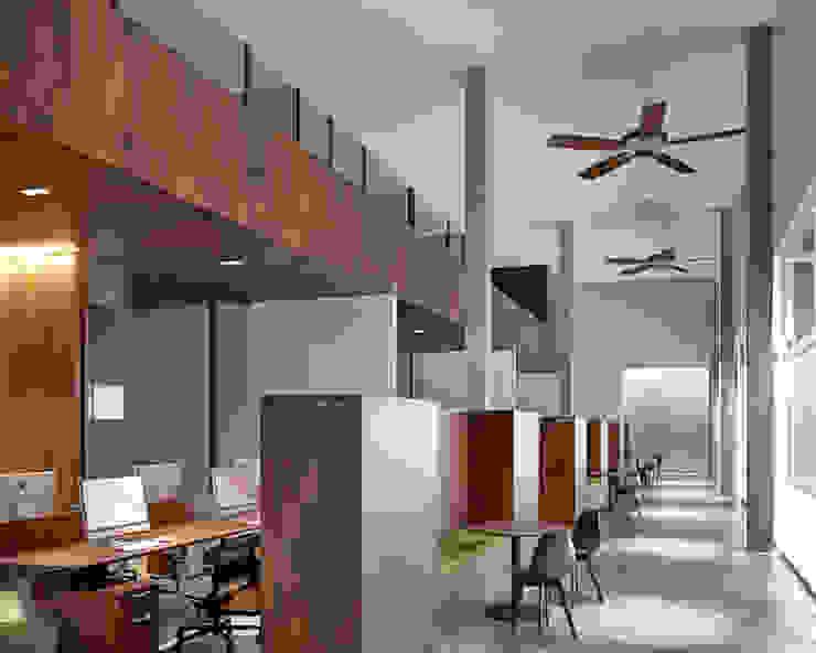 Office Space SAPA Design Office Ruang Studi/Kantor Modern Kayu Lapis Wood effect