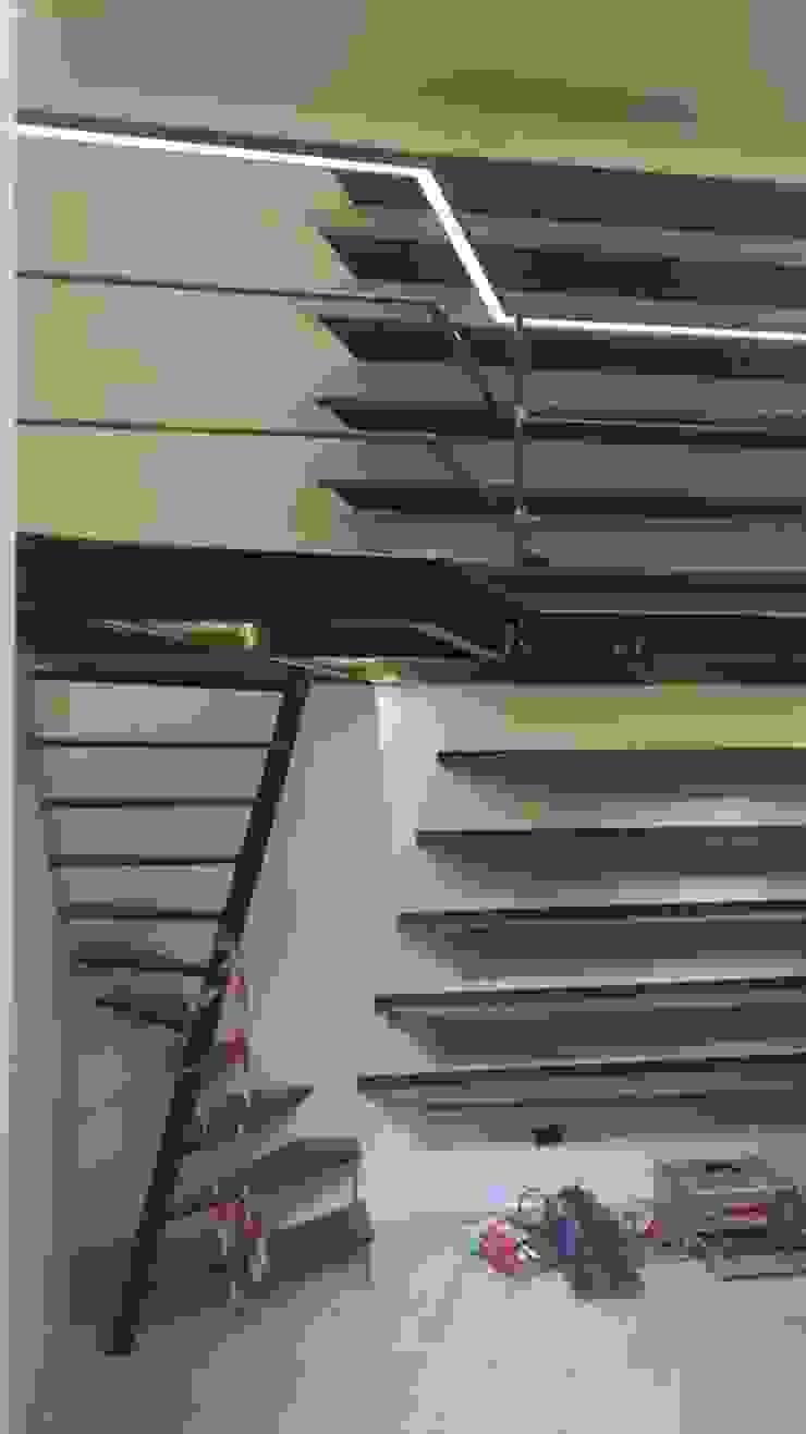 Work in progress scala Complesso d'uffici in stile industrial di Dr-Z Architects Industrial Ferro / Acciaio