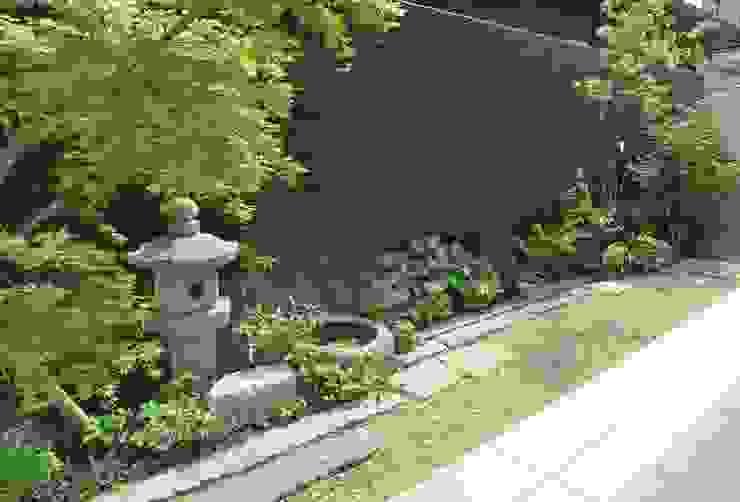 つながる庭 乱形石の小路の人工芝庭と和風庭園 株式会社グリーンテリア アジア風 庭 石