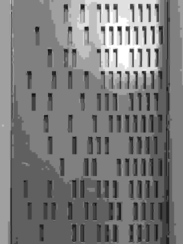 Puerta con corte plasma c05 herrería Puertas de entrada Metal Gris