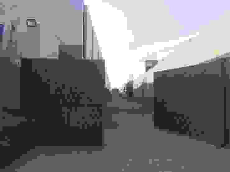 Portón de acceso vehicular c05 herrería Puertas de entrada Metal Gris