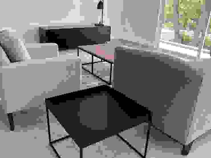 Alejandra Zavala P. Living roomSide tables & trays Wood Black