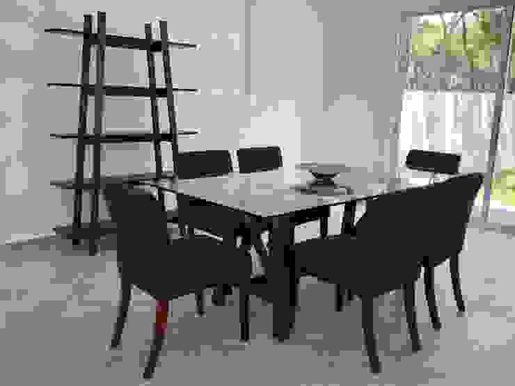 Alejandra Zavala P. Dining roomTables Wood Wood effect