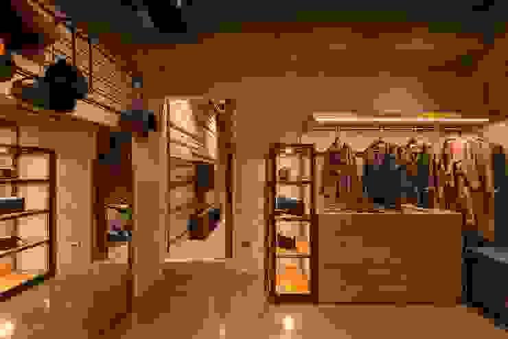 客製化櫃體設計製作 銳龍工藝設計 Dressing roomWardrobes & drawers Wood Black
