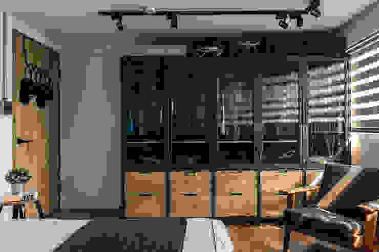 客製化櫃體設計製作 銳龍工藝設計 Dressing roomWardrobes & drawers Solid Wood Black