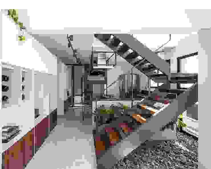 Apartamento RG COA Arquitetos Associados Escadas Metal Branco