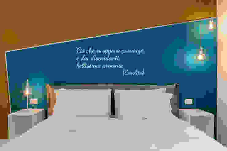 Stanza da letto, dettaglio testiera Camera da letto moderna di antonio felicetti architettura & interior design Moderno