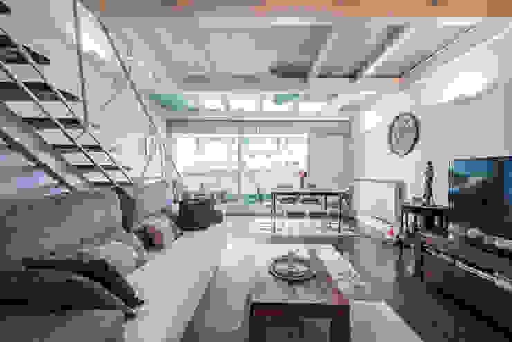 Salón Arquiteknum Consultores SL Salones de estilo industrial Hierro/Acero Blanco