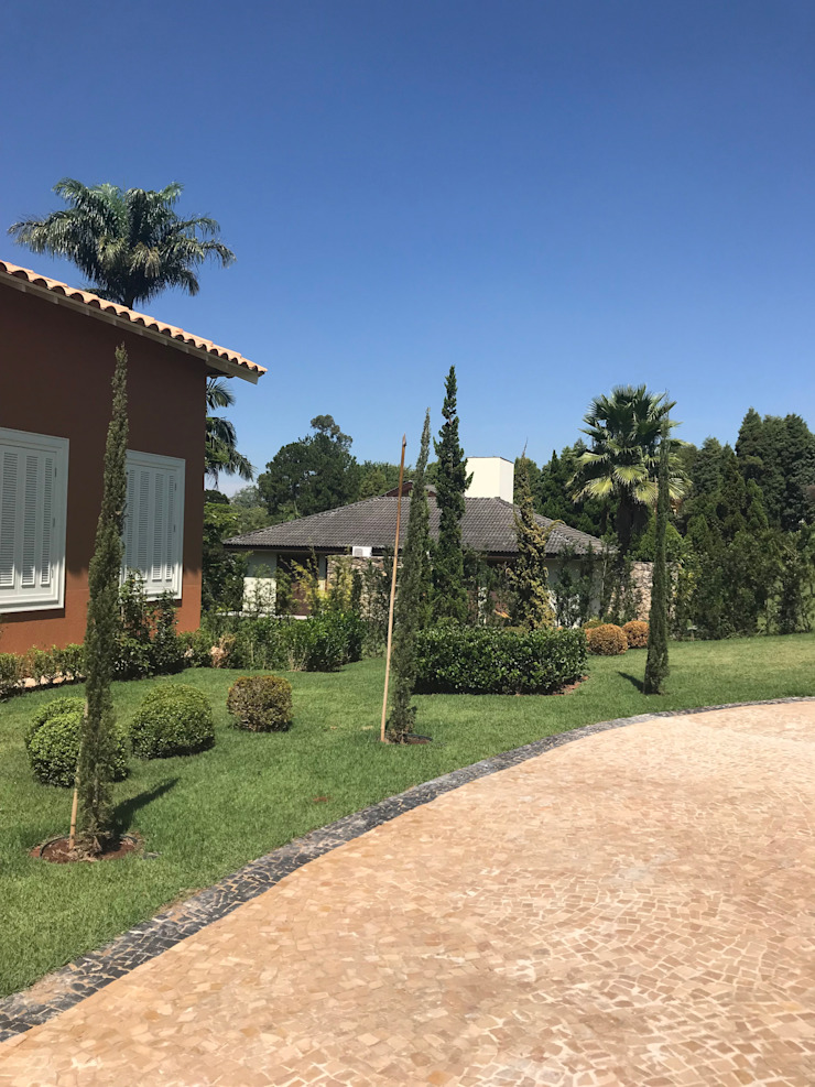 Talita Barros Front yard