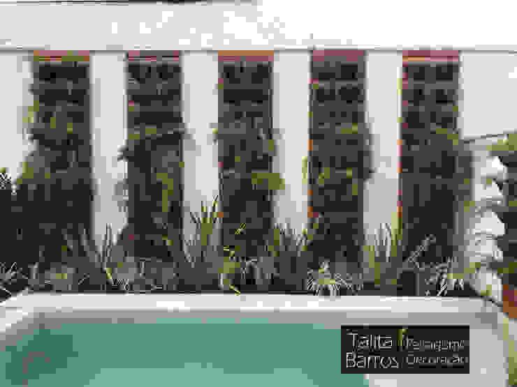 Jardim residencial em condomínio Talita Barros Paredes e pisos tropicais