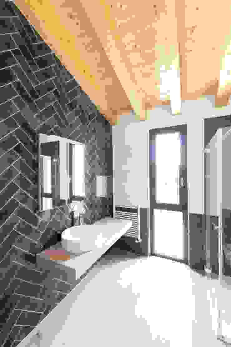 2P COSTRUZIONI srl Modern bathroom