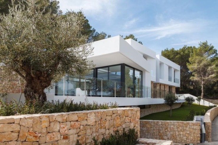 Marbella Style Houses In The English Countryside Abodde Luxury Homes Moderne Häuser
