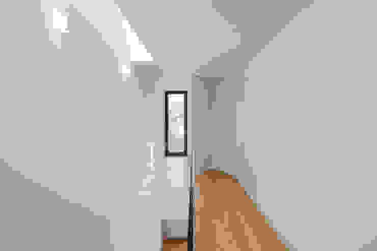 Tiago do Vale Arquitectos Minimalistische Arbeitszimmer MDF Weiß
