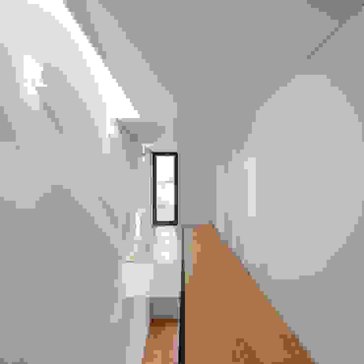 Tiago do Vale Arquitectos Minimalistische Arbeitszimmer Holz Holznachbildung