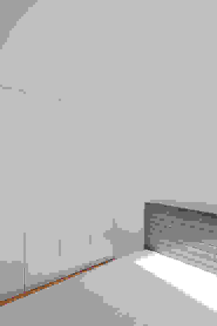 Tiago do Vale Arquitectos Minimalistische Schlafzimmer MDF Weiß