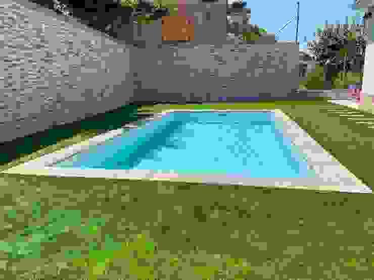 Projecte Construcció d'una piscina a una vivenda unifamiliar aillada a Cerdanyola del Vallés CK_Arquitectes Piscinas de jardín Cerámico Turquesa
