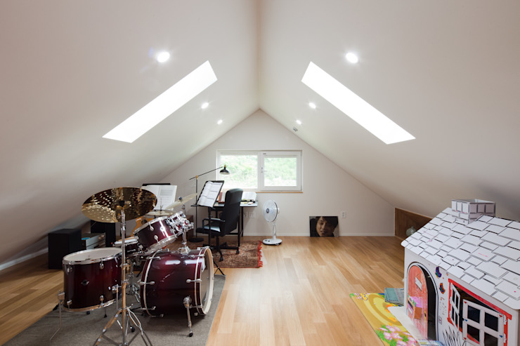 은퇴 후 취미를 즐길 수 있는 양평목조주택 COFFEE HOUSE 모던스타일 미디어 룸 by 위드하임 모던