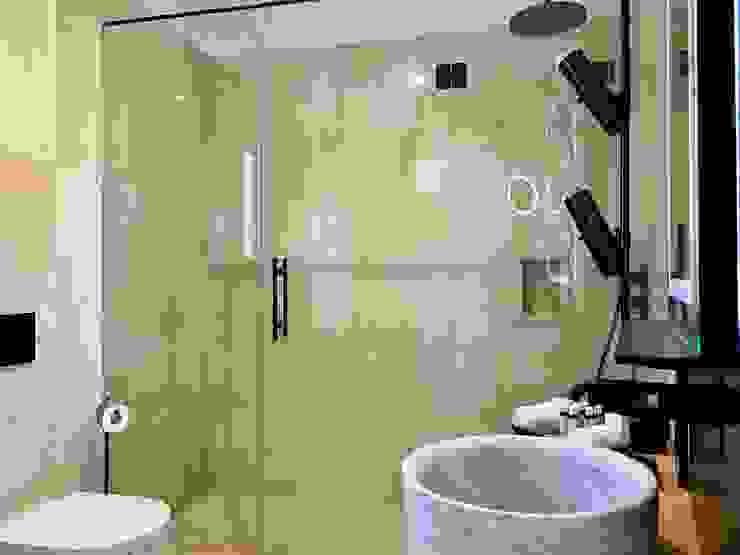 Bathroom Hotel moderni di ROMAZZINO C.S. SERVICE SRL Moderno