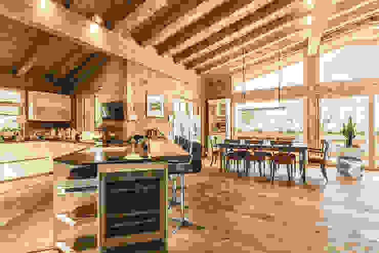 Massivholzhaus Kitzbühel Chiemgauer Holzhaus Rustikale Esszimmer Holz