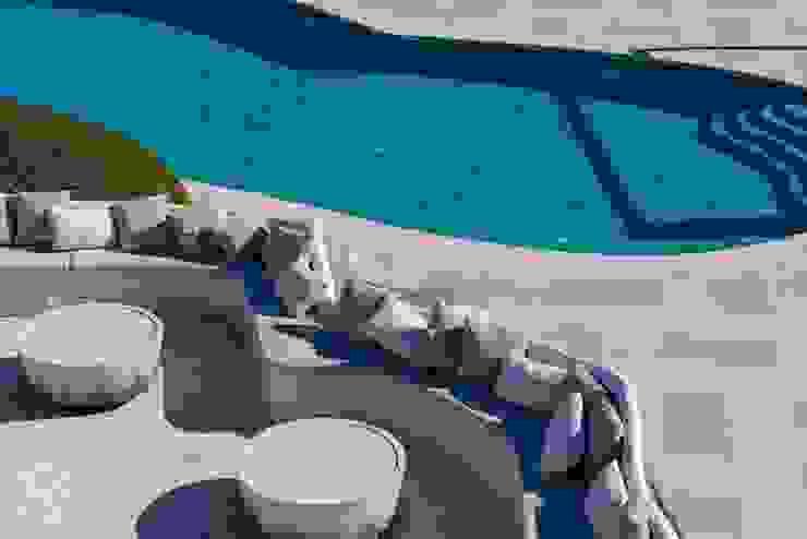 Swimming pool Hotel moderni di ROMAZZINO C.S. SERVICE SRL Moderno