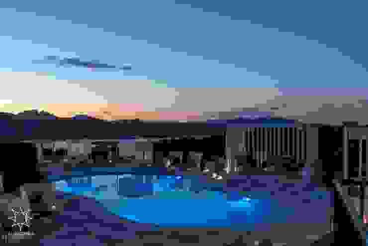 Swimmig pool Hotel moderni di ROMAZZINO C.S. SERVICE SRL Moderno