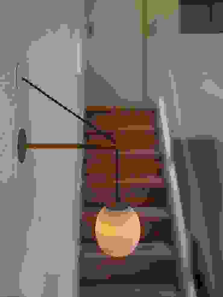 Mimasis Design/ミメイシス デザイン Vestíbulos, pasillos y escalerasIluminación