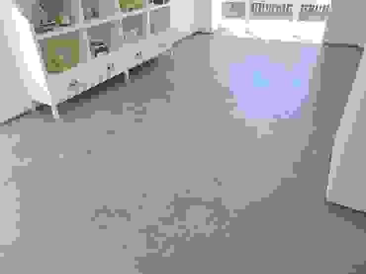 Sala de Estar SFC - Specific Future Cleaning, Unipessoal, Lda. Salas de estar modernas Betão Cinzento