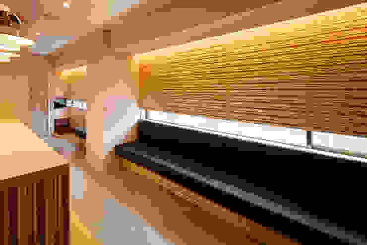 設計事務所アーキプレイス Office spaces & stores Plywood Wood effect