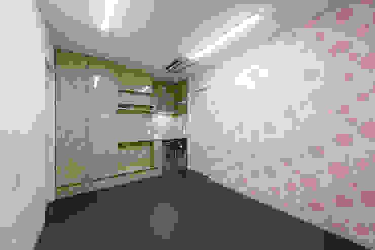 設計事務所アーキプレイス Office spaces & stores Beige