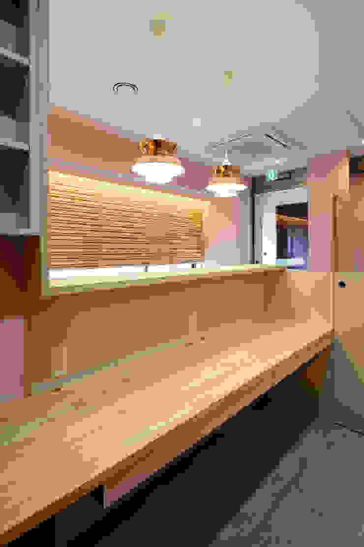 設計事務所アーキプレイス Office spaces & stores Wood Beige